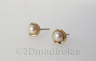 Original Gold 18k earrings with pearls.