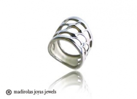 Contemporary design. Silver ring.